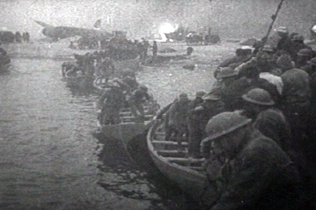 British_troops_lifeboat_dunkerque-2